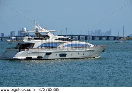 White Motor Yacht Cruising On The Intra-coastal Waterway Near Miami Beach,florida