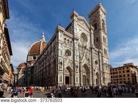 Florence, Italy - September 8, 2011: Crowd Of Tourists Visiting The Duomo And The Baptistery In Flor