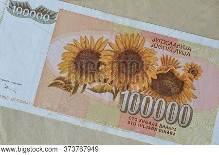 Obverse Of 100.000 Dinars Paper Bill Issued By Yugoslavia, That Shows Sunflowers