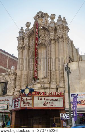 Los Angeles, California, Usa- 11 June 2015: Los Angeles Theater At Broadway Street.