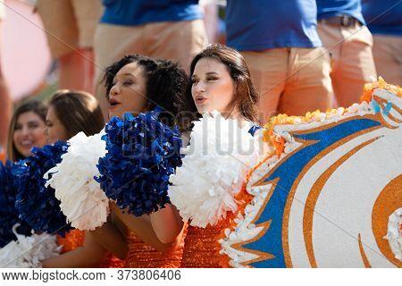 Arlington, Texas, Usa - July 4, 2019: Arlington 4th Of July Parade, Cheerleaders From The Ut Arlingt