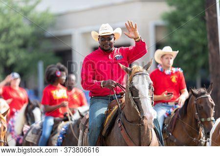 Arlington, Texas, Usa - July 4, 2019: Arlington 4th Of July Parade, Man Riding A Horse, Waving At Th