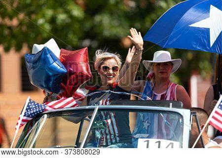 Arlington, Texas, Usa - July 4, 2019: Arlington 4th Of July Parade, Women Riding On A Classic Car, W
