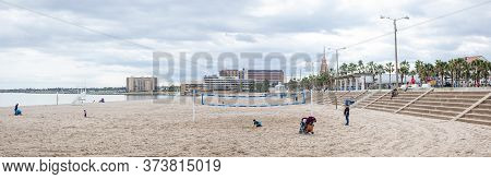 Corpus Christi, Texas, Usa - November 17, 2019: People Spending The Day At Mcgee Beach
