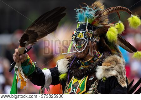 Houston, Texas, Usa - November 28, 2019: H-e-b Thanksgiving Day Parade, Members Of The Native Americ