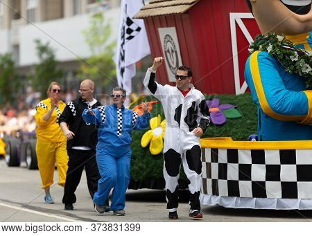 Indianapolis, Indiana, Usa - May 25, 2019: Indy 500 Parade, Men And Women Dancing Along A Float Prom