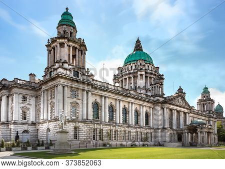 Perspective View Of The Belfast City Hall At Donegall Square, Northern Ireland, Uk.