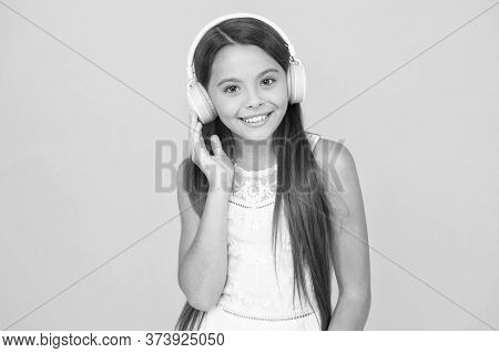 Kid Enjoy Modern Music. Buy New Music Device. Favorite Track. Add Song To Playlist. Listening Music.