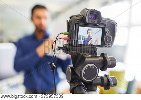 Business man recording video for an internet reportage or tutorial streaming