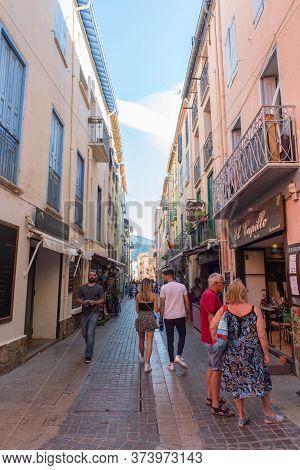 Coliure, France :  2019 Octobre 05 : Beautiful Autumn Day In The Tourist City Of Colliure In Occitan