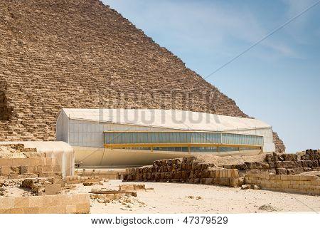 Der Pavillon mit Khufu Schiff