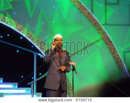 Dr. Zakir Naik Delivering Speech