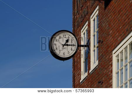 Classical Station Clock (/w clipping path)