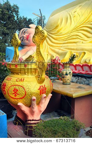 Sacrificial bowl placed in front of the statue of the reclining Buddha