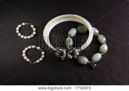 wrist braclet with hearings