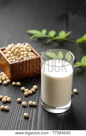 soymilk and soybeans