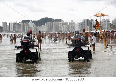 GUARUJA SAO PAULO BRAZIL - JAN 24 2009 - pitangueiras beach in guaruja with police patrol