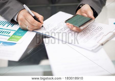 Man holding device and recodnize his report