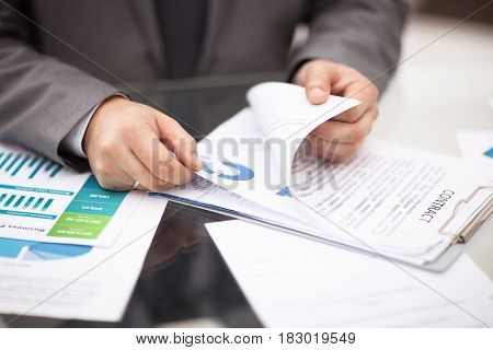 Businesssman recodnize business report in his office