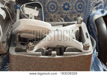 Quadrocopters Dji Phantom 4 In Its Own Carrying Case Open