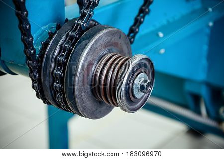 Friction clutch. Chain drive, drive element of braiding machine.