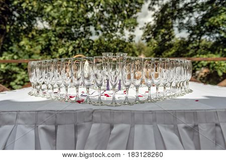 Wedding table decoration. Heart-shaped arranged champagne glasses.