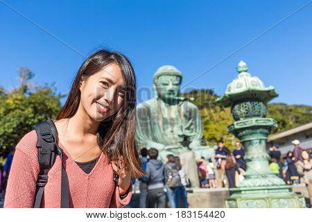 Woman visit Daibutsu in Kamakura