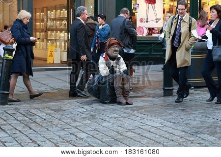 LONDON, GREAT BRITAIN - MAY 13, 2014: This is 'living sculptures' English pirate waiting for tourists at Covent Garden.
