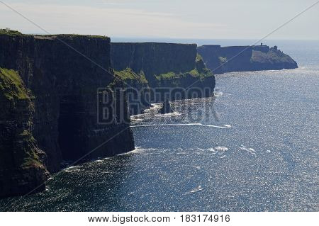 the picture shows the Cliffs of Moher in Irland