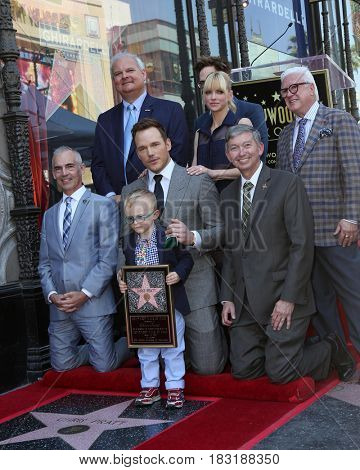 LOS ANGELES - APR 21:  Anna Faris, Chris Pratt, James Gunn, Leron Gubler, Vin Di Bona at the Walk of Fame Star Ceremony on the Hollywood Walk of Fame on April 21, 2017 in Los Angeles, CA