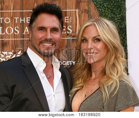 LOS ANGELES - APR 22:  Don Diamont, Cindy Ambuehl at the 2017 The Humane Society Gala at Parmount Studios on April 22, 2017 in Los Angeles, CA