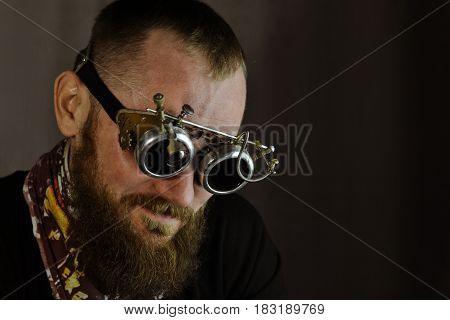 Portret of man in googles in steampunk outfit