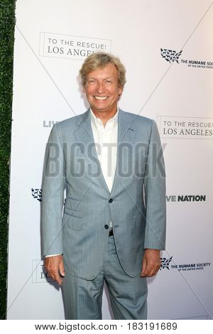 LOS ANGELES - APR 22:  Nigel Lythgoe at the 2017 The Humane Society Gala at Parmount Studios on April 22, 2017 in Los Angeles, CA