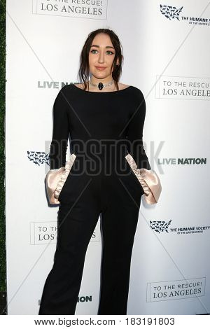 LOS ANGELES - APR 22:  Noah Cyrus at the 2017 The Humane Society Gala at Parmount Studios on April 22, 2017 in Los Angeles, CA