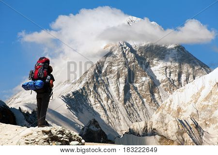 Evening view of Everest from Gokyo ri with tourist on the way to Everest base camp - Nepal