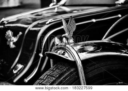 "BERLIN - MAY 28: Эмблема мотоцикла Honda Gold Wing GL1100 the exhibition ""125 car history - 125 years of history Kurfurstendamm"" May 28 2011 in Berlin Germany"