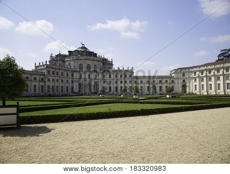Royal Savoia Residence In Stupinigi (1729)