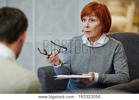 Psychologist explaining her patient how to overcome stress