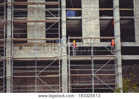 Building High-rise Buildings, Workers