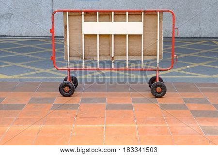 Portable Fence with Four Wheel on Road.