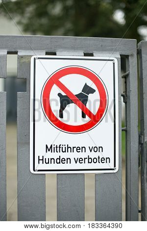 German sign that says dogs are forbidden