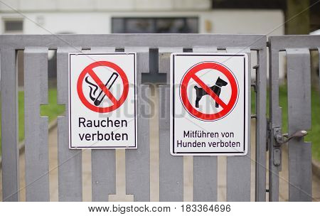 German signs that says dogs and smoking are forbidden