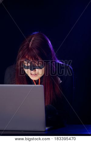 Mugger woman in black mask