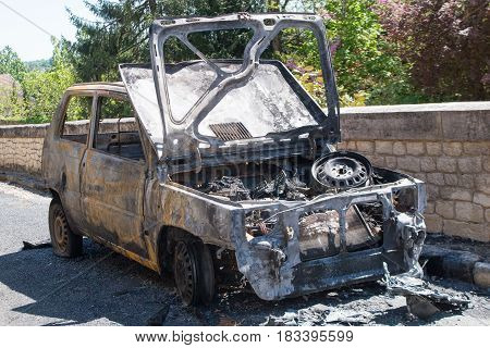 car after being burnt is all charring and black