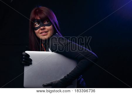 Girl thief in black gloves