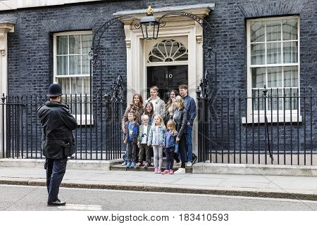 Metropolitan Police Officer Photographed A Group Of Tourists
