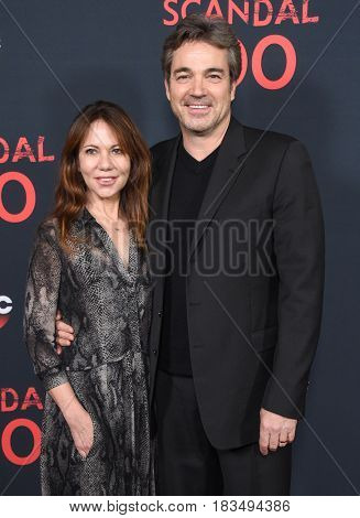 LOS ANGELES - APR 08:  Jon Tenney and Leslie Urdang arrives to the