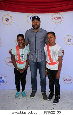 LOS ANGELES - APR 23:  Derek Fisher, children at the Safe Kids Day at the Smashbox Studios on April 23, 2017 in Culver City, CA