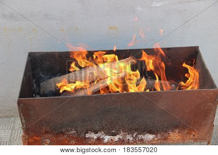 the fire on the grill to roast meat on the coals