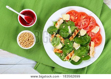 Low Calories Spinach, Grilled Chicken Salad